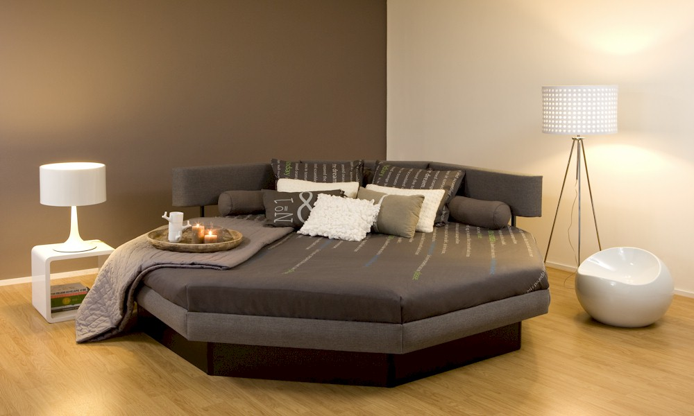 različni modeli vodnih postelj Posebne vodne postelje; oktagon; boxspring